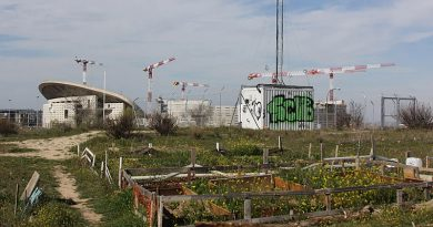 Estaciones base y antenas de telefonía.