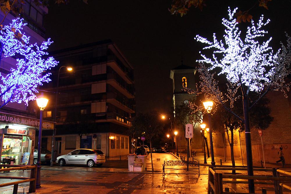 Luces navideñas en la Plaza de la Villa en Canillejas