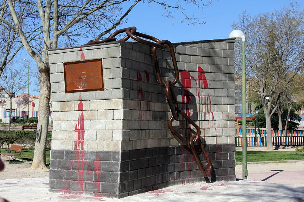 Ataque al monumento erigido para conmemorar la revolución húngara de 1956