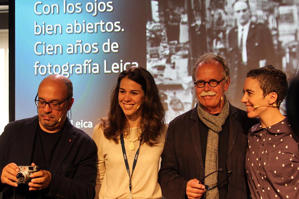 Hans-Michael Koetzle, en el centro de la imagen, es el comisario de la exposición de Telefónica.