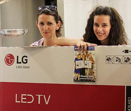 Carmen Pérez ha sido la agraciada con el premio de un Televisor LG de 43 pulgadas otorgado por la Ruta de la Tapas y Tiendas