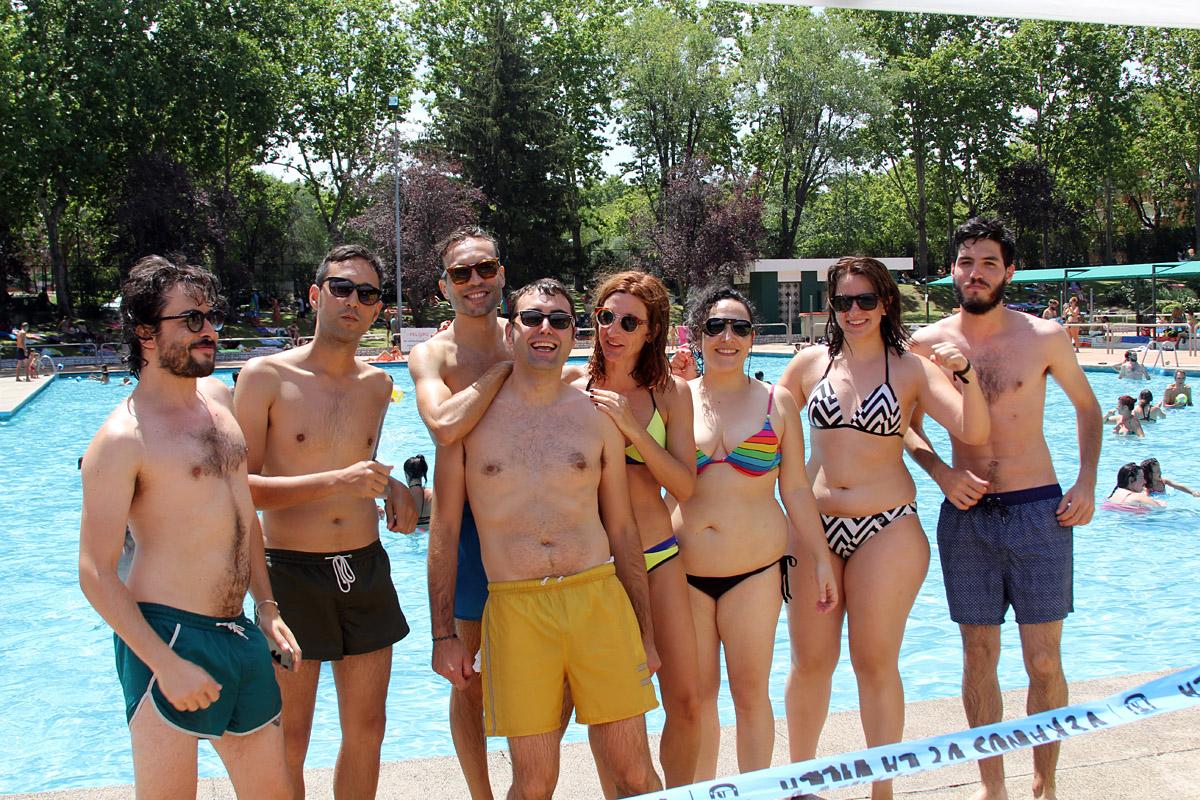 Música electrónica en las piscinas del polideportivo de San Blas