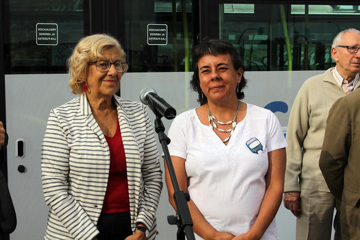 Manuela Carmena y Marta Gómez - autobús directo al Ramón y Cajal
