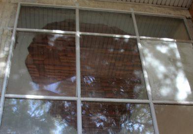 Se derrumba el tejado de la piscina cubierta del polideportivo