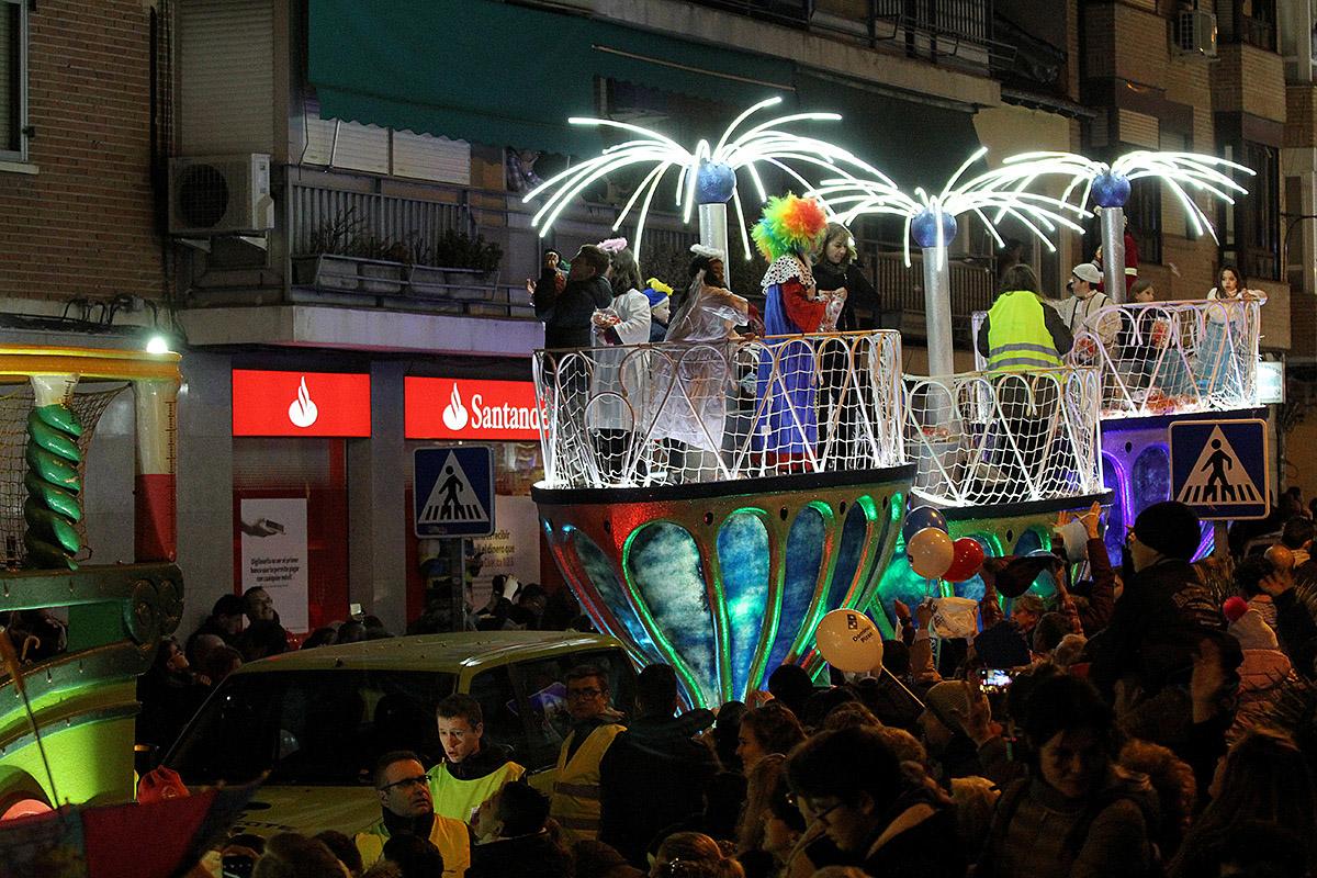 La Cabalgata de Reyes fue un éxito de participación La noche mágica, la más esperada por los niños de San Blas-Canillejas