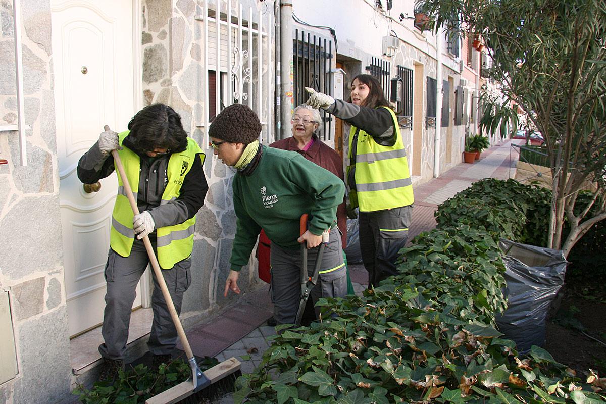 Los vecinos están muy agradecidos de la actuación pues se quejan que nunca antes se había actuado con la limpieza y jardinería en dicha colonia.