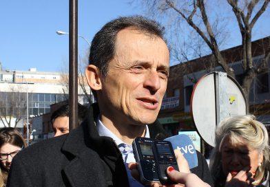 El astronauta Pedro Duque inaugura un monolito solar