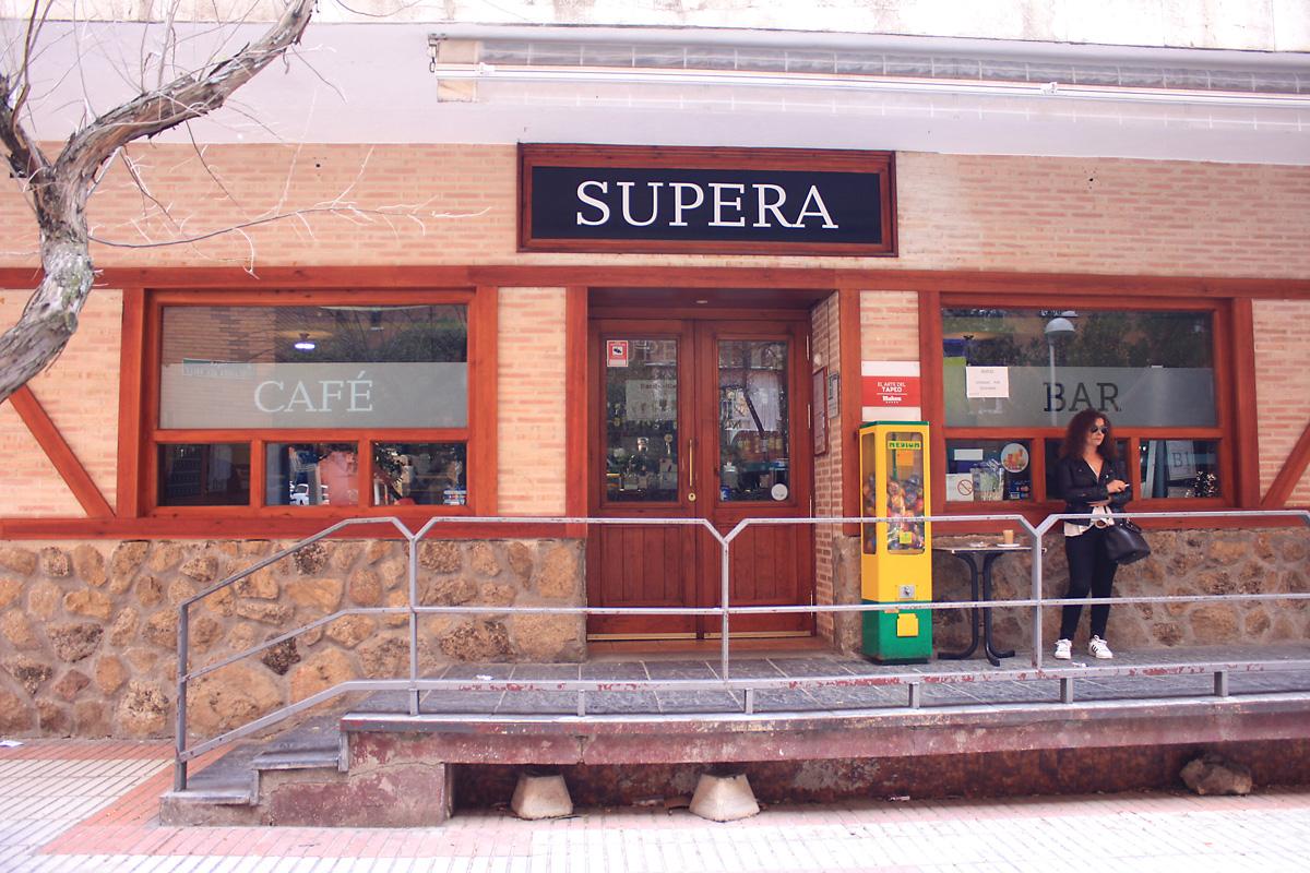 Los pinchos y las cañas del Bar Supera cumplen 40 años