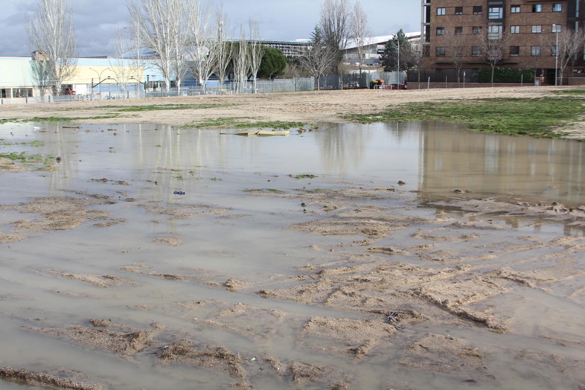 La parcela situada en la calle de La Esfingese convierte en una laguna