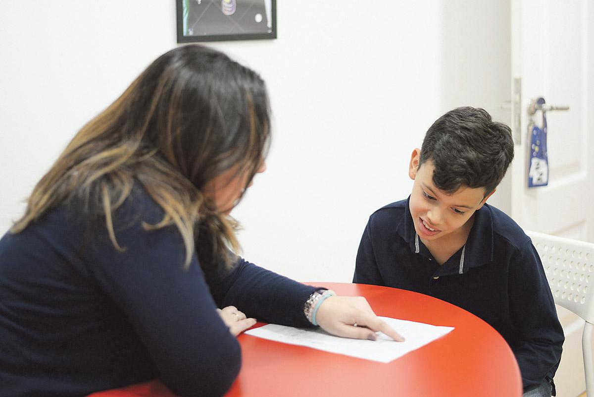 APRes cuenta con un equipo cualificado de profesionales con una larga trayectoria y formación en neuropsicología y neuroeducación