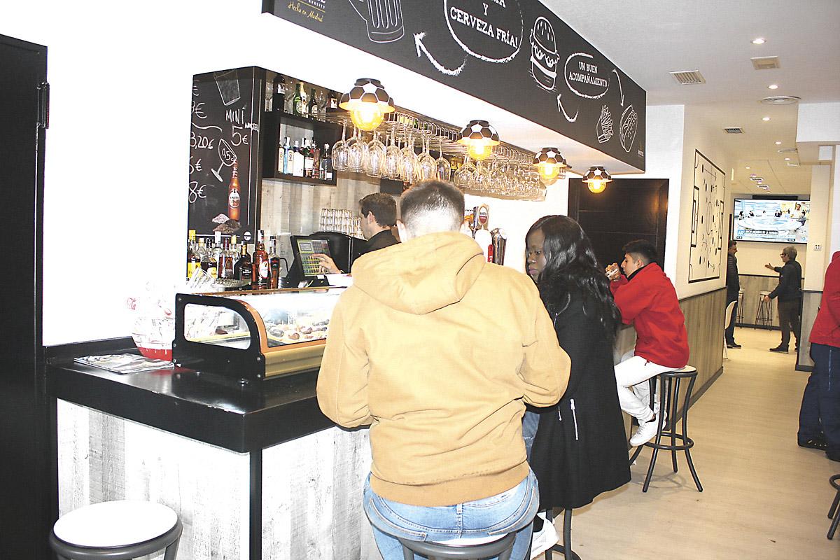 La cervecería Kinto homenajea a los quintos en Las Rosas