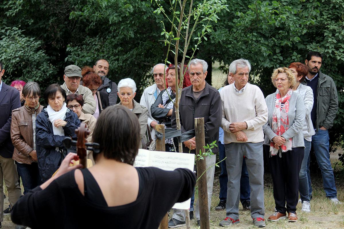 Multitudinario homenaje al activista Andrés Cabrera