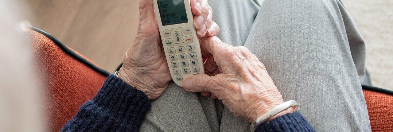 acompañamiento mayores telefono