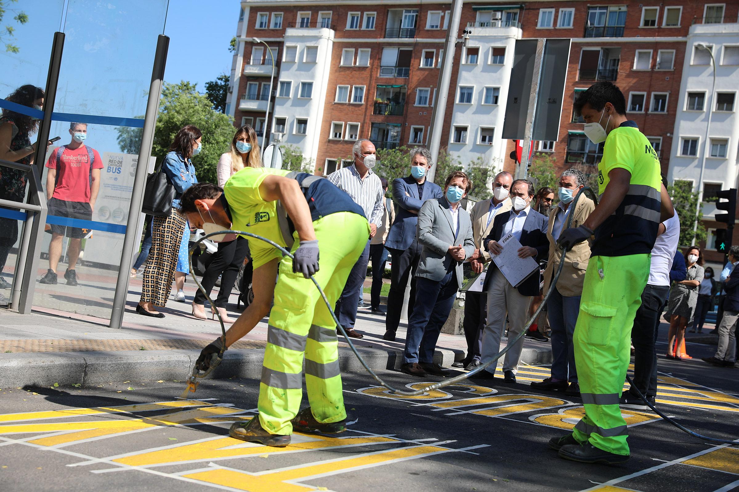 Con el incremento de kilómetros de carriles bus se pretende facilitar la circulación de los autobuses y mejorar su frecuencia de paso