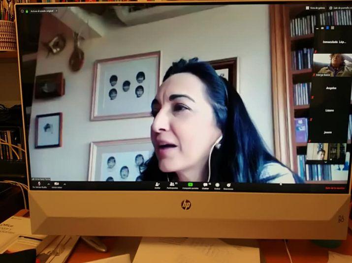 Con las videoconferencias Batuta en directo Silvia disecciona obras de la música clásica en un formato sencillo