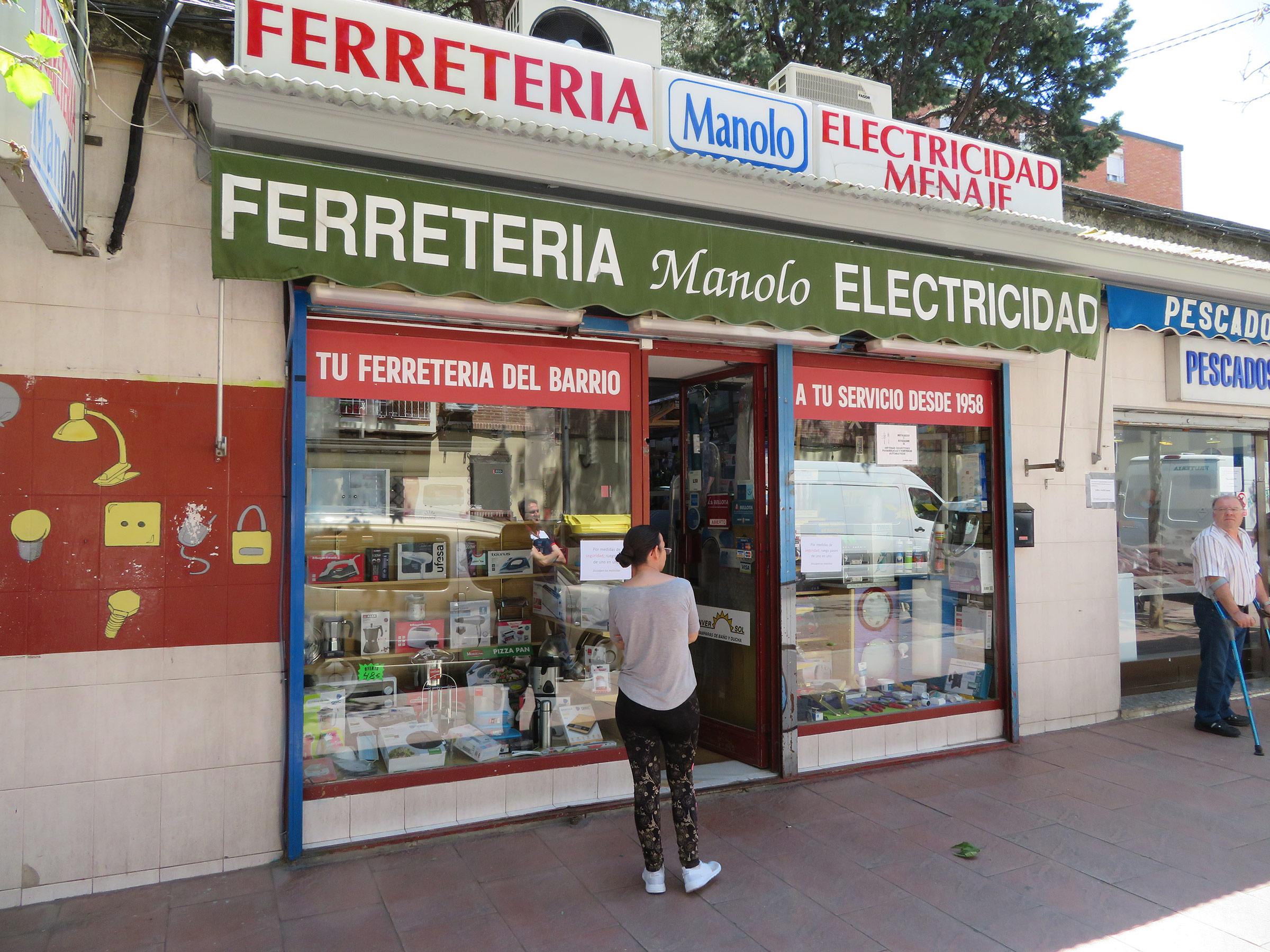 La Ferretería Manolo lleva más de años suministrando sus productos a los vecinos