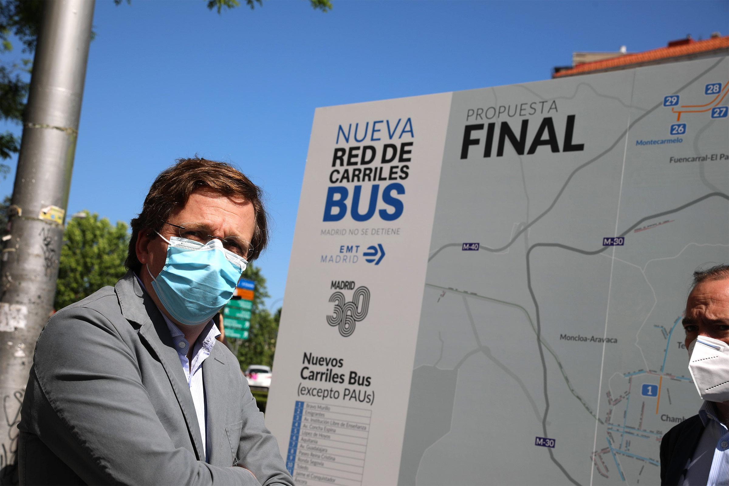 Martínez Almeida destaca que el transporte público es seguro y que con las medidas de precaución establecidas no supone un riesgo mayor que cualquier otra actividad