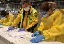 Sanitarios trabajando en el hospital de campaña improvisado en Ifema para combatir al coronavirus