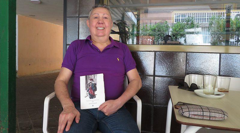 Crónicas de un transformista es el primer libro de una trilogía sobre la vida de Juan Agustín