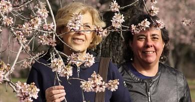 Manuela Carmena y Marta Gómez en el palacete de la Quinta de Los Molinos