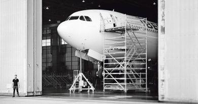 Paco Gómez fotografía los hangares de Iberia