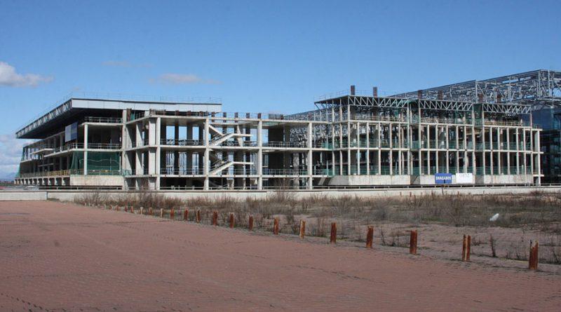 Algunos vecinos reclaman que el fallido Centro Acuático se modifique para que pueda transformarse en hospital