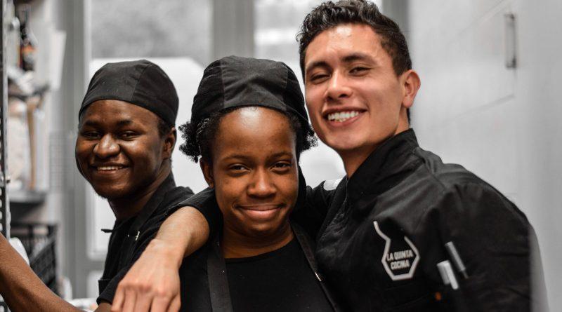 Jóvenes en riesgo de exclusión social aprenden hostelería en el Café Jardín de La Quinta de los Molinos