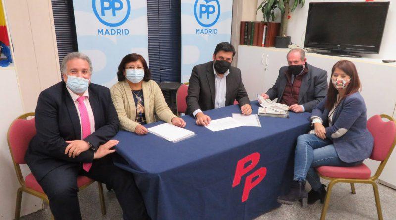 Miembros del Partido Popular SBC en su sede